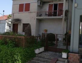 Πώληση, Μονοκατοικία 279 τ.μ., Κέντρο, Αγρίνιο, € 130.000